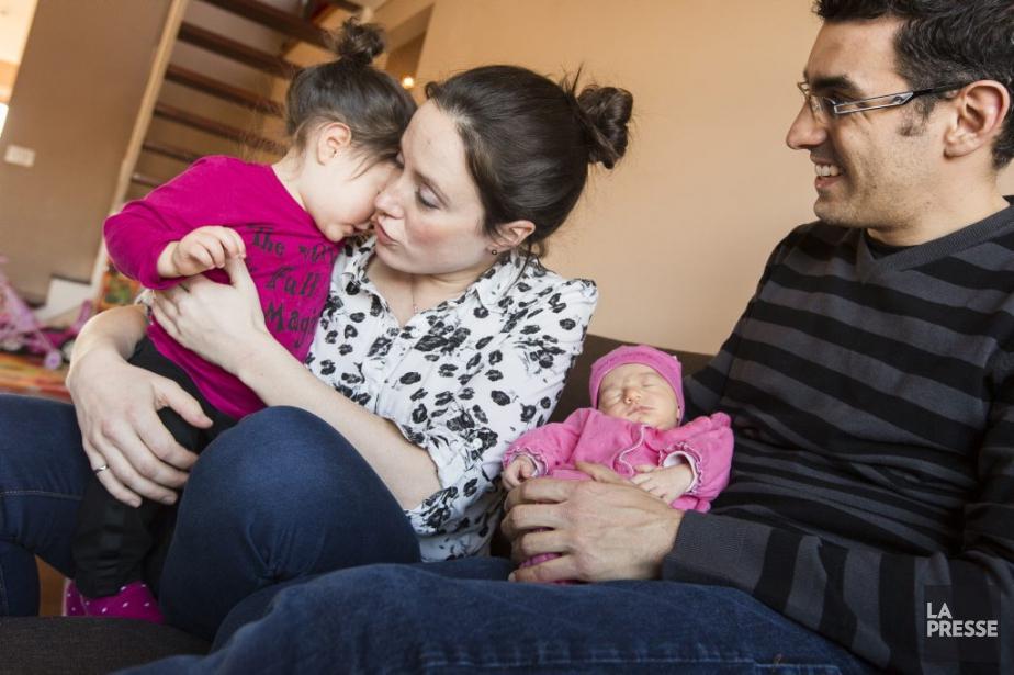 Mijanou Jodoin, Alexandre Fuenteset leurs deux enfants.... (PHOTO OLIVIER PONTBRIAND, LA PRESSE)