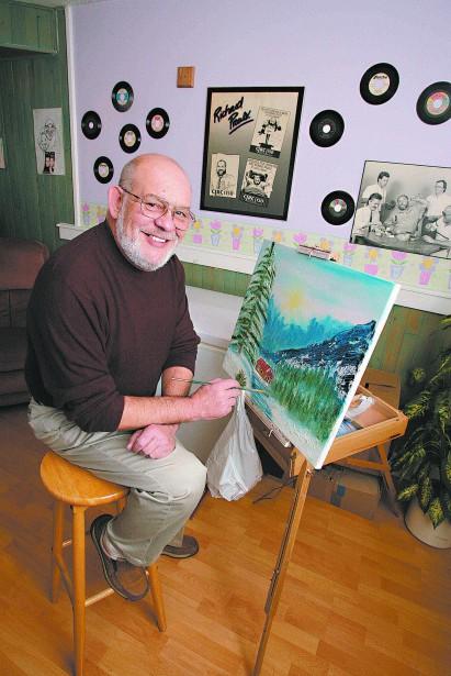 C'est après une longue carrière publique que Richard Proulx a découvert la peinture. Mais la musique n'était jamais bien loin dans sa vie, à en juger par les 45 tours qu'il a enregistrés dans sa jeunesse et qui décoraient les murs de son atelier. (Étienne Morin, Archives LeDroit)