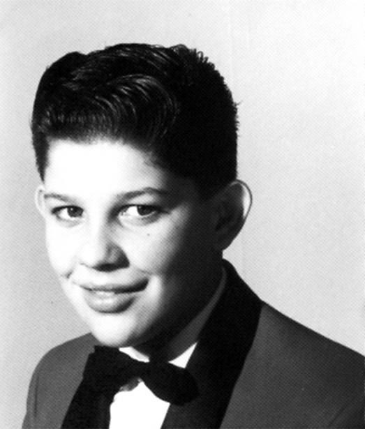 Durant son adolescence, les nombreux cabarets du chemin d'Aylmer s'arrachaient ce jeune «crooner» aylmerois. Ses spectacles présentaient même en première partie un illustre inconnu d'Ottawa du nom de... Paul Anka. La carrière sur les planches de Richard Proulx allait durer une dizaine d'années durant lesquelles il a «endisqué» une douzane de 45 tours. ()