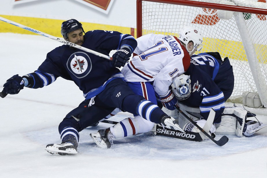 Gallagher se heurte au cerbère des Jets. (Photo La Presse Canadienne)