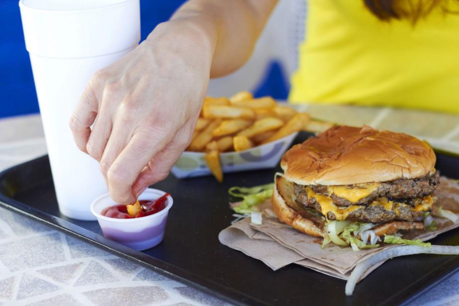Une alimentation riche en gras est un facteur... (Photo Digital/Thinkstock)