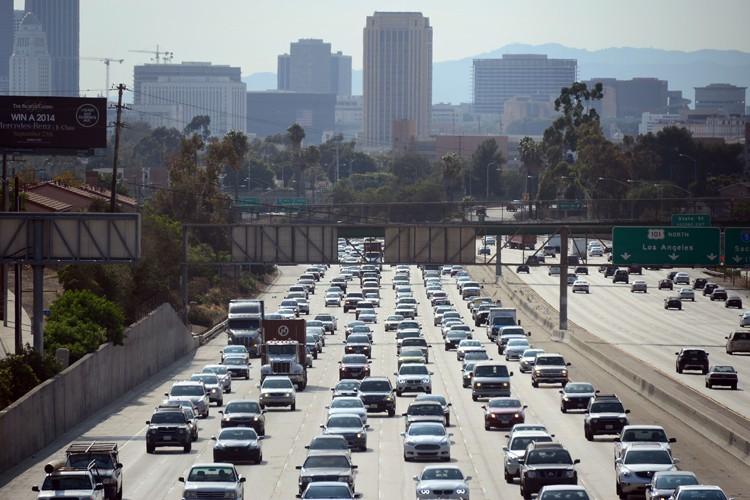 Le trafic routier à Los Angeles est particulièrement chargé et la... (Photo: AFP)