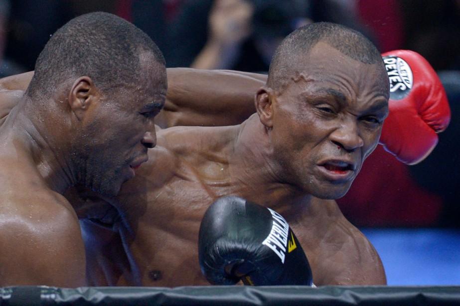 Visant le KO, Stevenson a été surpris par l'endurance de Bika. (Le Soleil, Yan Doublet)