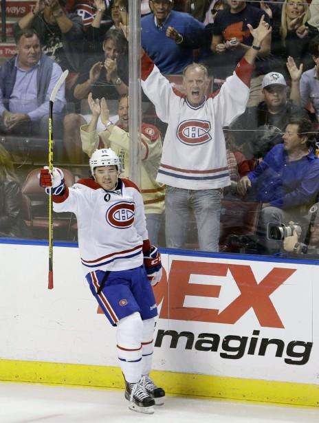 Pierre-Alexandre Parenteau a rendu un partisan bien heureux en comptant le troisième but du Canadien. (Photo Wilfredo Lee, AP)