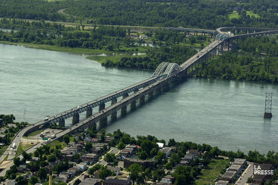 Le pont Mercier, à Montréal.... (PHOTO ROBERT SKINNER, ARCHIVES LA PRESSE)