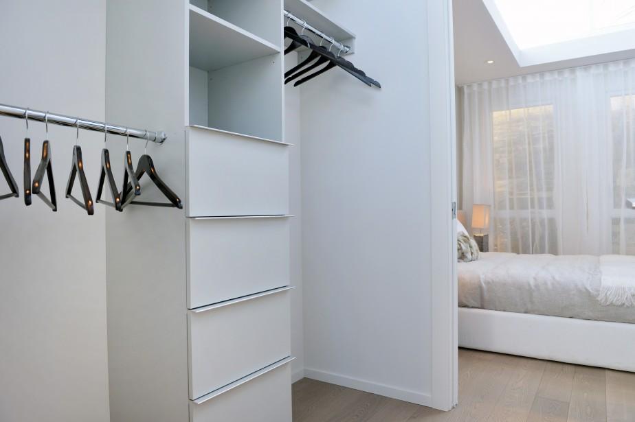 Dans le condo modèle de la grandeur d'un trois et demi, un walk-in sépare la chambre de la salle de bain. (Photo Le Soleil, Jean-Marie Villeneuve)