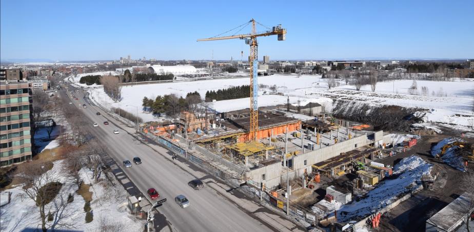 Vue du chantier de Quartier QB le 1er avril. À partir de photos prises par un drône, les acheteurs intéressés peuvent voir les vues des différents étages sur le site Web. (Photo fournie par Quartier QB)