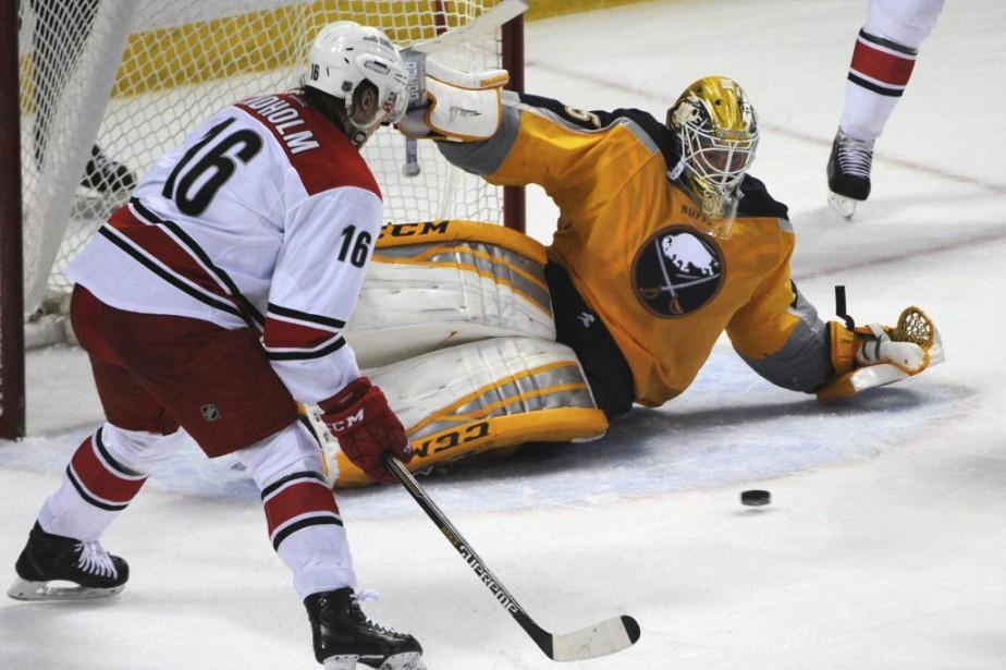 Tyler Ennis a signé son 20e but alors que les Sabres de Buffalo... (Photo: AP)