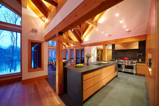 Vue sur la cuisine et la salle à manger ()