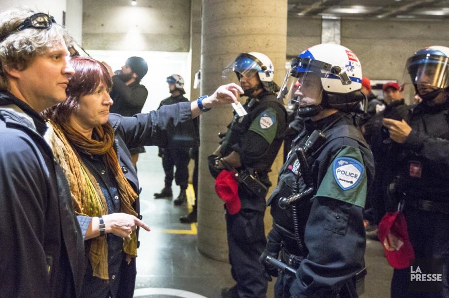Lors de l'intervention policière à l'UQAM, avant-hier, des... (PHOTO OLIVIER PONTBRIAND, LA PRESSE)