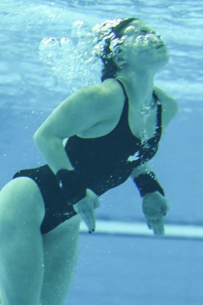 Roseline Filion sous l'eau (Patrick Woodbury, LeDroit)