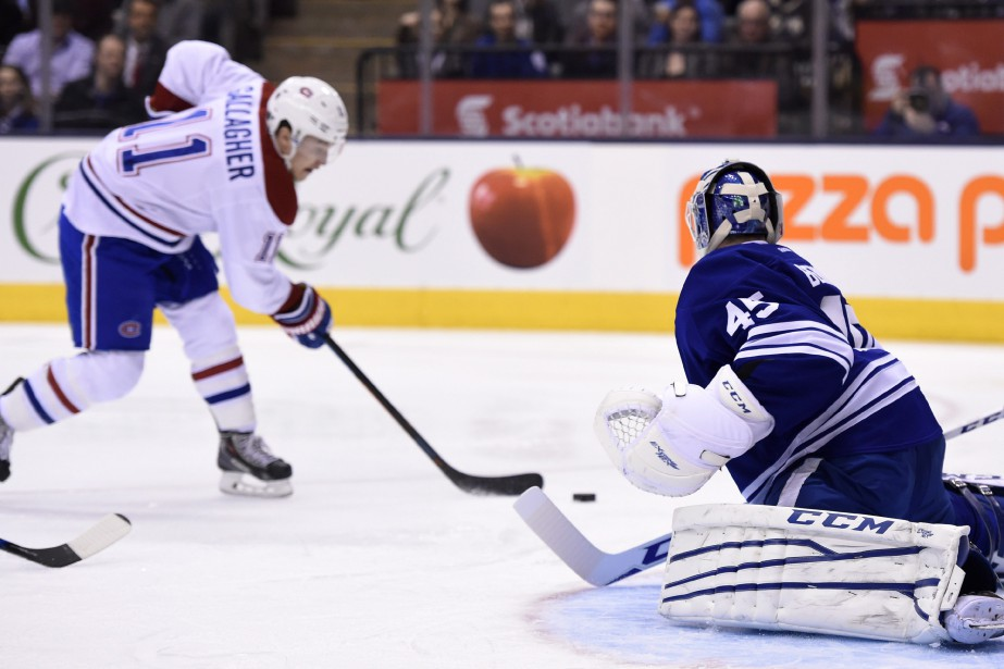 Brendan Gallagher tente de battre Jonathan Bernier du revers. (PHOTO FRANK GUNN, LA PRESSE CANADIENNE)