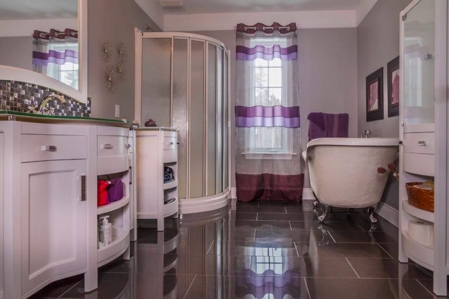 maison de style manoir anglais. Black Bedroom Furniture Sets. Home Design Ideas