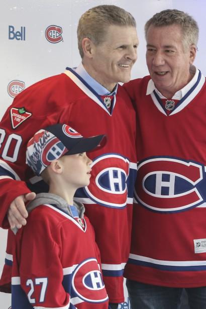 Une légende vivante du Canadien, Chris Nilan, a fait une apparition surprise dans les environs du Centre Bell hier après-midi. (Patrick Woodbury, LeDroit)
