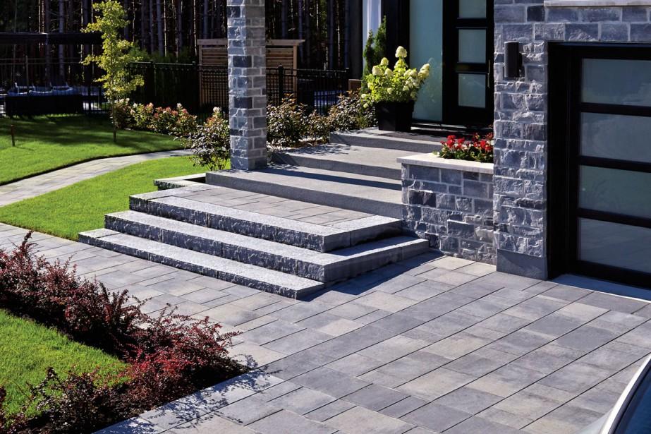 cour et jardin la ligne tient le haut du pav alexandra perron habitation. Black Bedroom Furniture Sets. Home Design Ideas