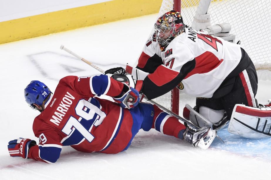 Le gardien Craig Anderson charge Andrei Markov. (PHOTO BERNARD BRAULT, LA PRESSE)