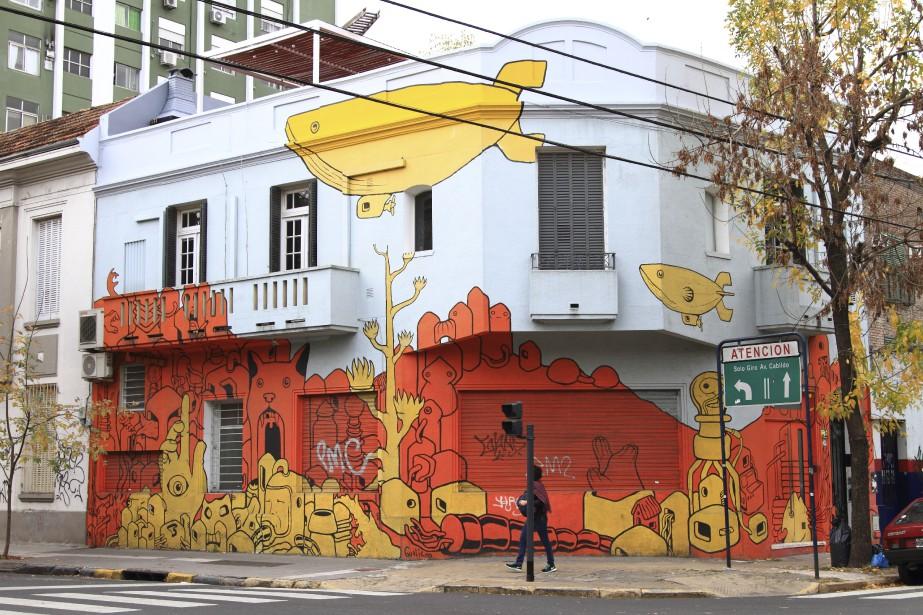 Une maison du quartier Palermo, recouverte d'un graffiti commandité. (Collaboration spéciale Marc Tremblay)