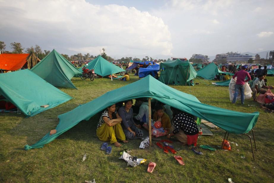 Des tentes de secours érigées à l'extérieur de Katmandou.<strong></strong> (Associated Press)
