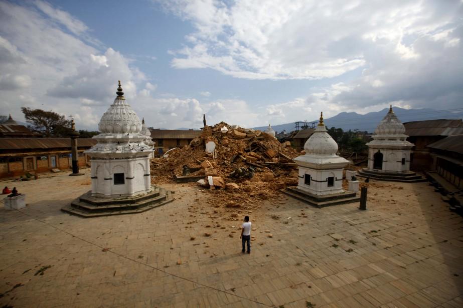 L'un des plus vieux temple de Katmandou n'a pas pu résisté au choc. (Associated Press)