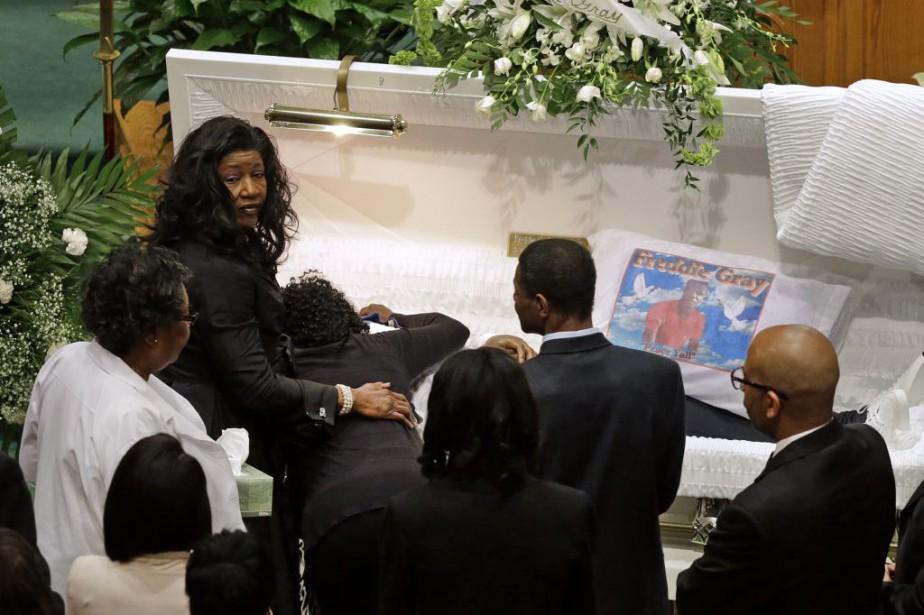 Freddie Gray reposait lundi dans un cercueil blanc... (PHOTO PATRICK SEMANSKY,  archives ASSOCIATED PRESS)