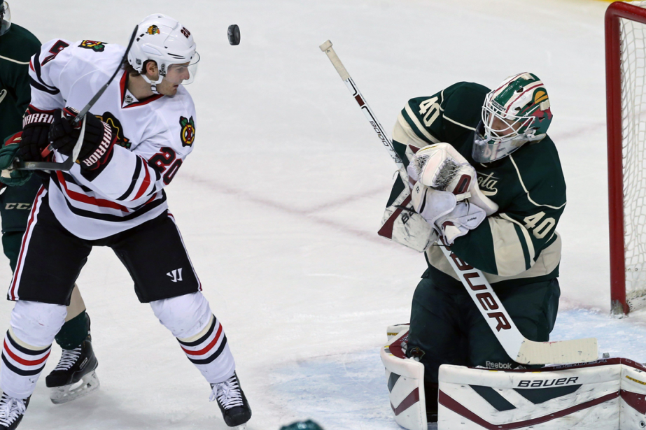 Brandon Saad, des Blackhawks de Chicago, et le... (Photo Jim Mone, AP)