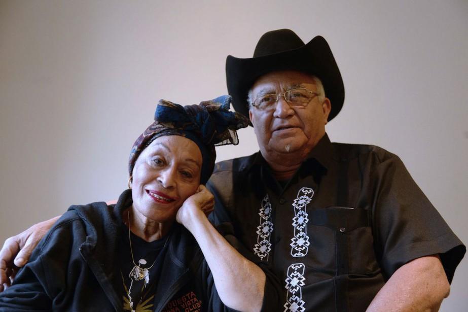 La chanteuse Omara Portuondo et le guitariste Eliades... (PHOTO BERTRAND GUAY, AFP)