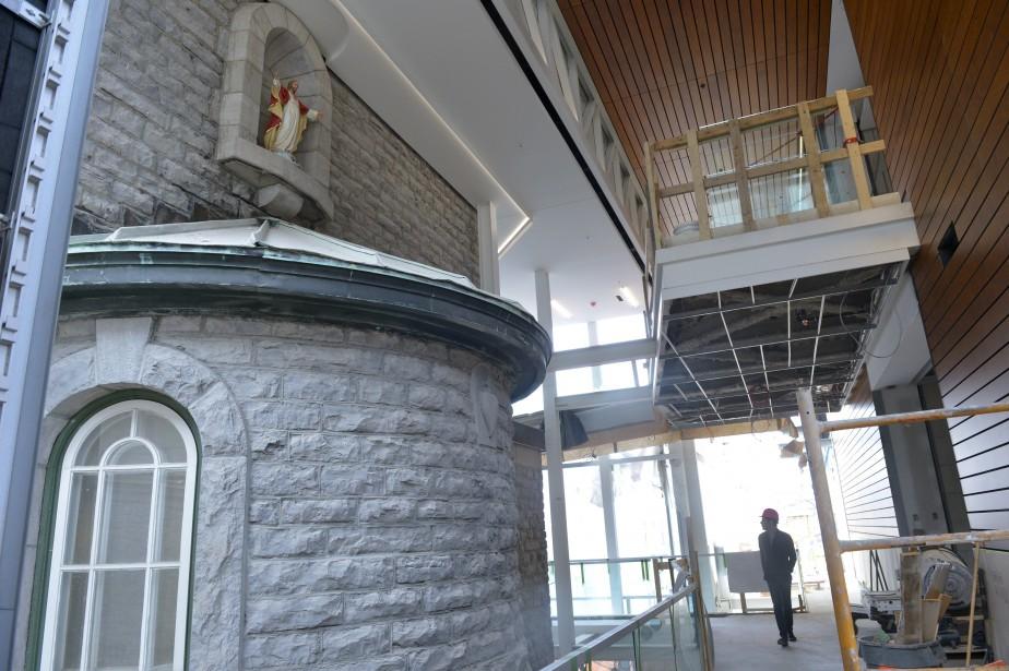 Dans le hall où sont accueillis les visiteurs, qui relie la rue des Remparts à la rue Charlevoix, on aperçoit l'arrière du choeur du monastère, qui donnait auparavant sur l'extérieur. (Le Soleil, Jean-Marie Villeneuv)