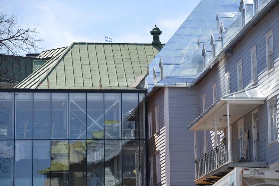 Ajout contemporain, le grand hall vitré qui accueille les visiteurs relie l'aile du Jardin (reconstruite après l'incendie qui a ravagé le monastère en 1755), à droite, à l'aile Saint-Augustin. (Le Soleil, Yan Doublet)