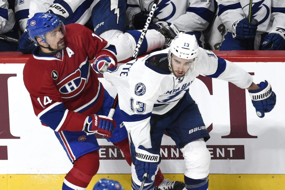 Plekanec et Paquette devant le banc du Lightning. (Bernard Brault, La Presse)
