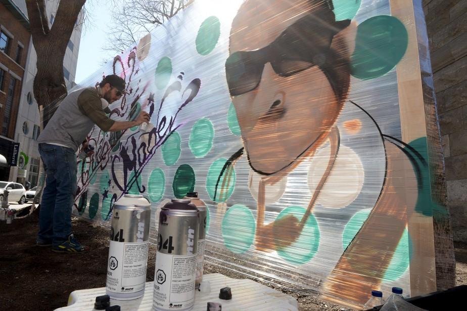 Murale réalisée en direct par Nicolas Lareau et Hugo Landreville (pas sur la photo) du collectif Face-à-Face pour le Festival Québec Mode (Le Soleil, Erick Labbé)