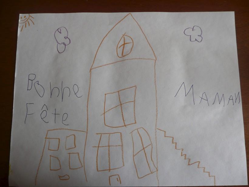 Voici le dessin de Marie-Soleil Vallée. Qu'elle décrit ainsi: «C'est la maison de maman et papa avec le garage. Le bébé soleil trouve la maison belle. Il faut un escalier parce que si il n'y a pas de marche, on ne peut pas entrer...» -<strong><em>D'un grand-papa, Pierre Bourgoin</em></strong> ()