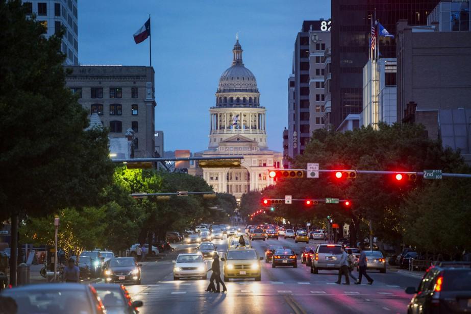 Le soleil se couche sur le centre-ville d'Austin,... (PHOTO MATTHEW BUSCH, ARCHIVES BLOMMBERG)