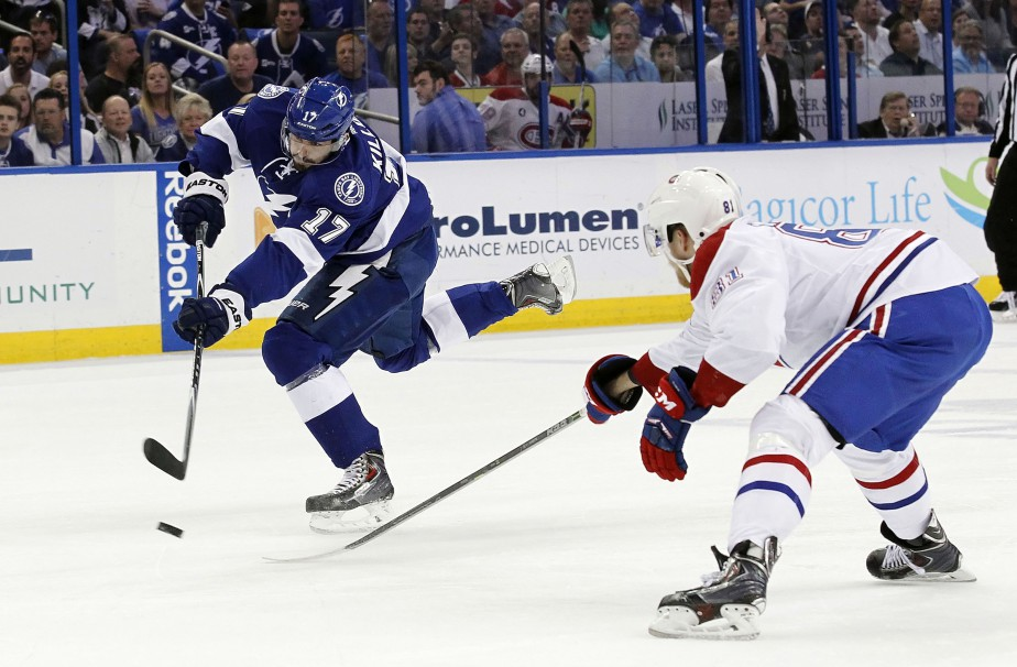 Alex Killorn décoche un tir en direction de Carey Price. (Photo Kim Klement, USA Today)