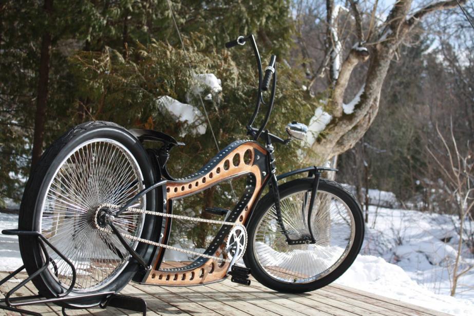 Le dernier-né de Woodcycles Lesage, construit à partir de minces couches de bois laminé recouvert d'époxy et ceinturé d'aluminium peint en noir. (Photo fournie par Stéfan Lesage)