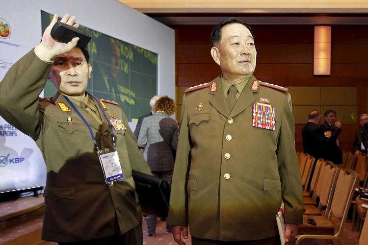 Hyon Yong-Chol (à droite) avait été nommé à... (Photo: Reuters)