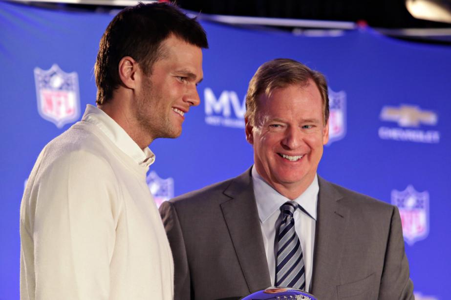 Le quart-arrière des Patriots Tom Brady et le... (Photo John Samora, archives AP)