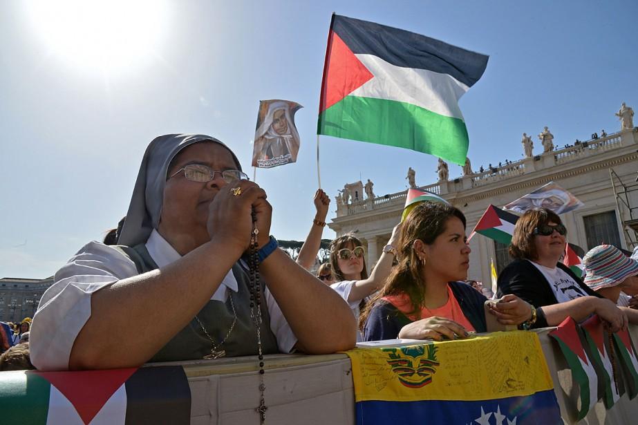Les drapeaux palestiniens étaient à l'honneur à la... (PHOTO ALBERTO PIZZOLI, AFP)