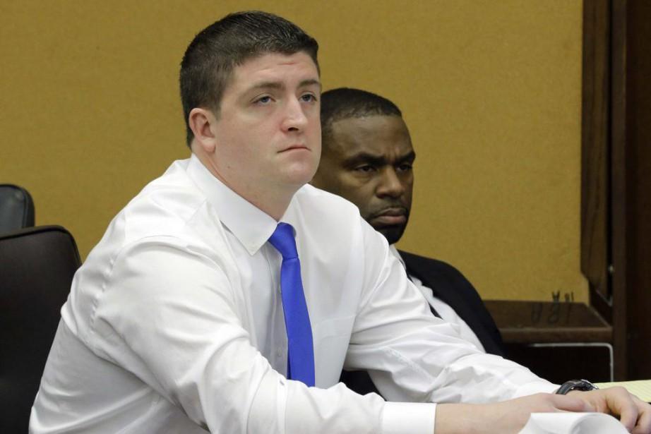 S'il avait été reconnu coupable, ce policier, Michael... (Photo Tony Dejak, Archives REUTERS)