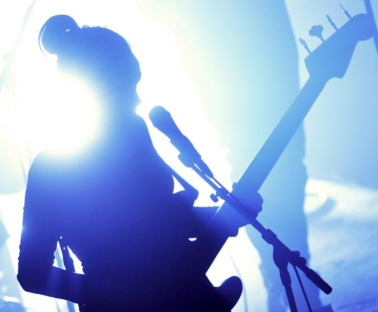Les fans de l'artiste reconnaîtront le profil de Marie-Pierre Arthur, capté à contre-jour par Yan Doublet lors d'un spectacle donné à l'Impérial le 27 février. Souhaitant «faire quelque chose de différent», le photographe s'est laissé inspirer par l'imposant faisceau lumineux situé derrière la scène qui s'est mis à battre la mesure au rythme d'une des chansons. Données techniques : Nikon D4, focale 300 mm, ISO 3200, ouverture f4.5, vitesse 1/1000e de seconde | 25 mai 2015