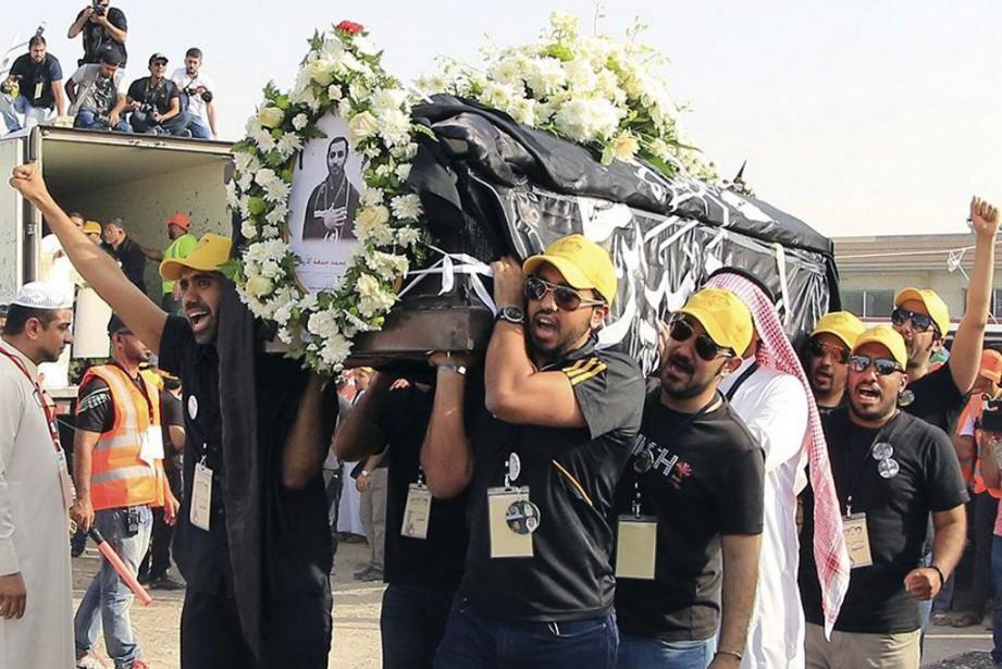 Des milliers de personnes ont participé à Saihat,... (Photo: Reuters)