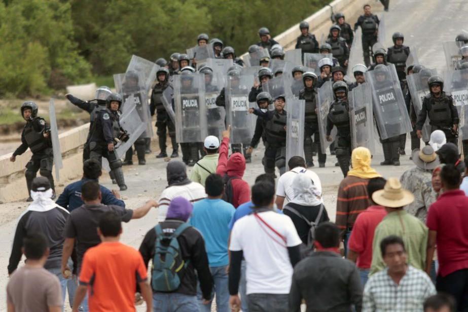 Dans cette ville entourée de montagnes, les enseignants... (PHOTO PEDRO PARDO, AFP)