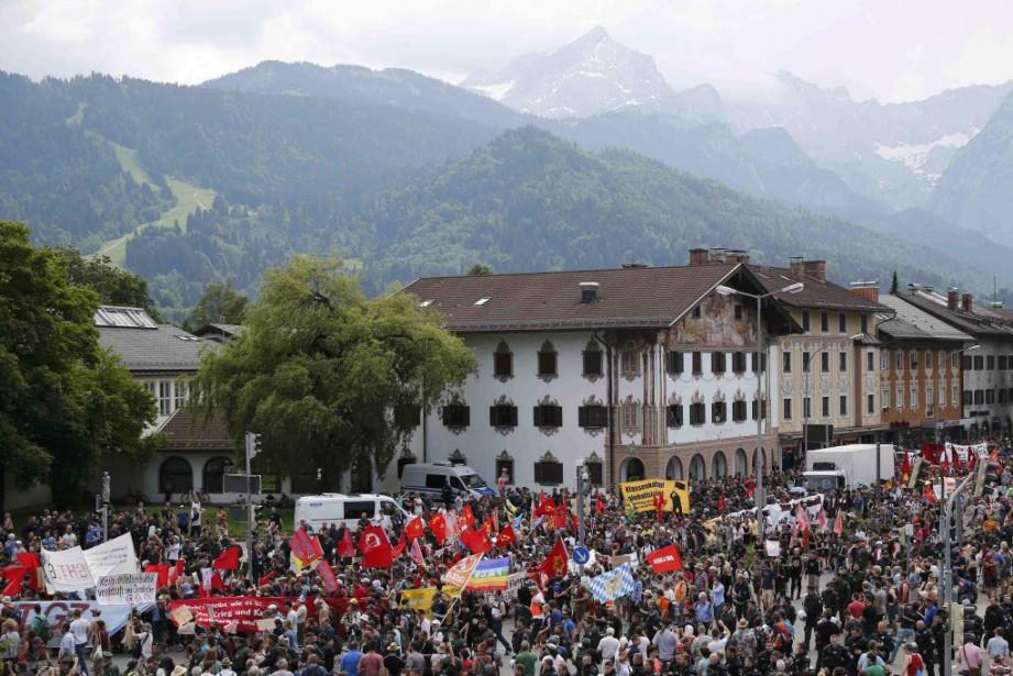 Près de 4000 manifestants ont défilé samedi largement... (PHOTO WOLFGANG RATTAY, REUTERS)