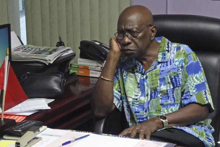 Après une semaine tumultueuse, Jack Warner, 72 ans,... (PHOTO DIEGO URDANETA, AFP)