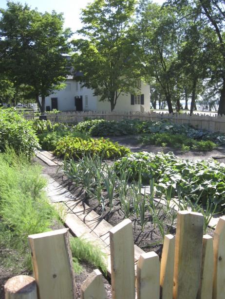 Les terrains du domaine, dont le jardin de Jean Mauvide qui se faisait aussi apothicaire, servira de jardin-école cet été aux élèves d'horticulture du centre de formation professionnel Fierbourg. (Photo fournie par le manoir Mauvide-Genest)