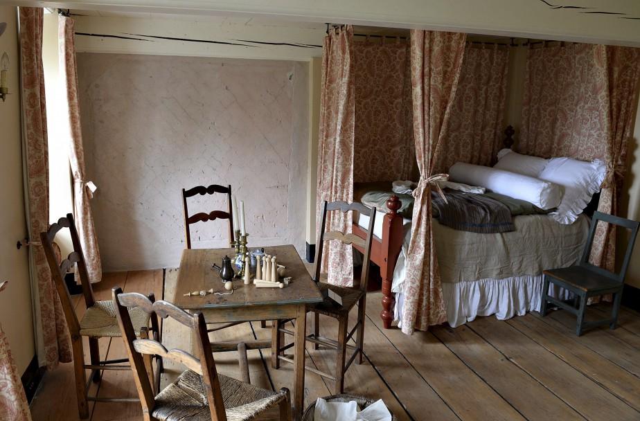 Dans la chambre des filles dans l'aile ouest, ce mur d'origine est recouvert d'une peinture rose importée de France. Audacieux à une époque où le rouge et le rose symbolisaient la virilité. (Le Soleil, Patrice Laroche)