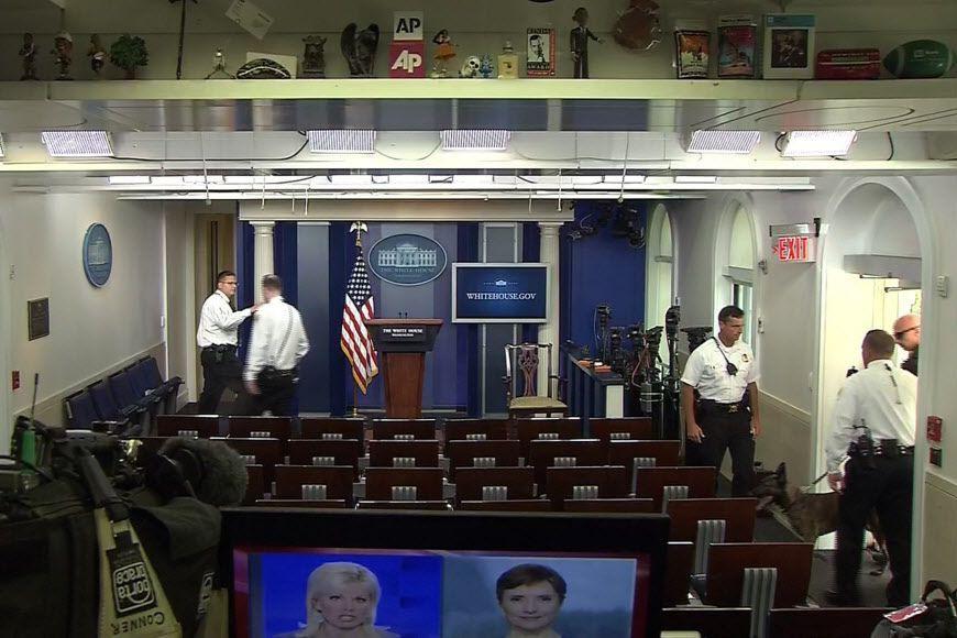 Les élus et journalistes avaient ensuite pu regagner... (Photo Reuters)
