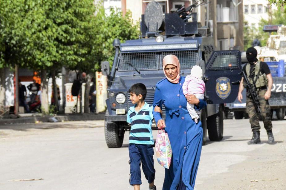 Les violences sont régulières entre les membres du... (Photo ILYAS AKENGIN, AFP)