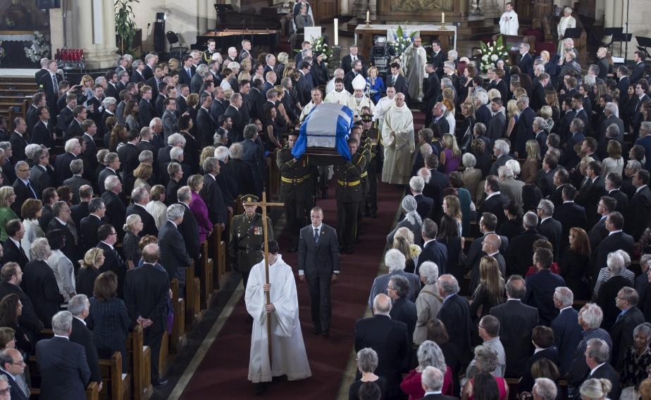 De nombreuses personnalités de la sphère politique étaient présentes dans l'église Saint-Germain d'Outremont, à Montréal. (La Presse Canadienne, Paul Chiasson)