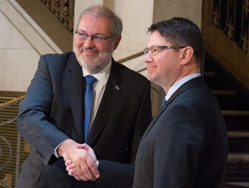 Le ministre des Ressources naturelles Pierre Arcand et... (PHOTO JACQUES BOISSINOT, ARCHIVES LA PRESSE)