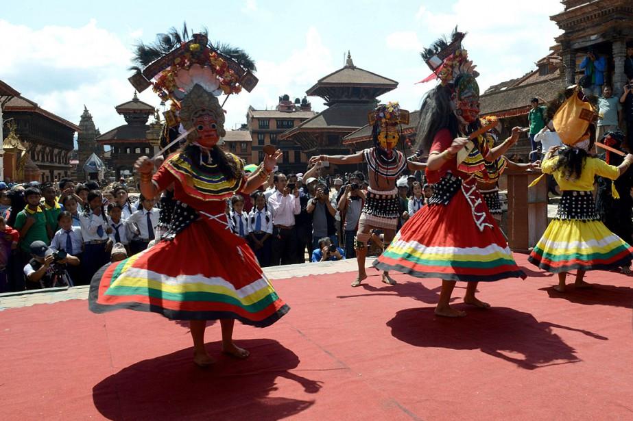 Chants et danses traditionnels ont apporté une note... (PHOTO AFP)